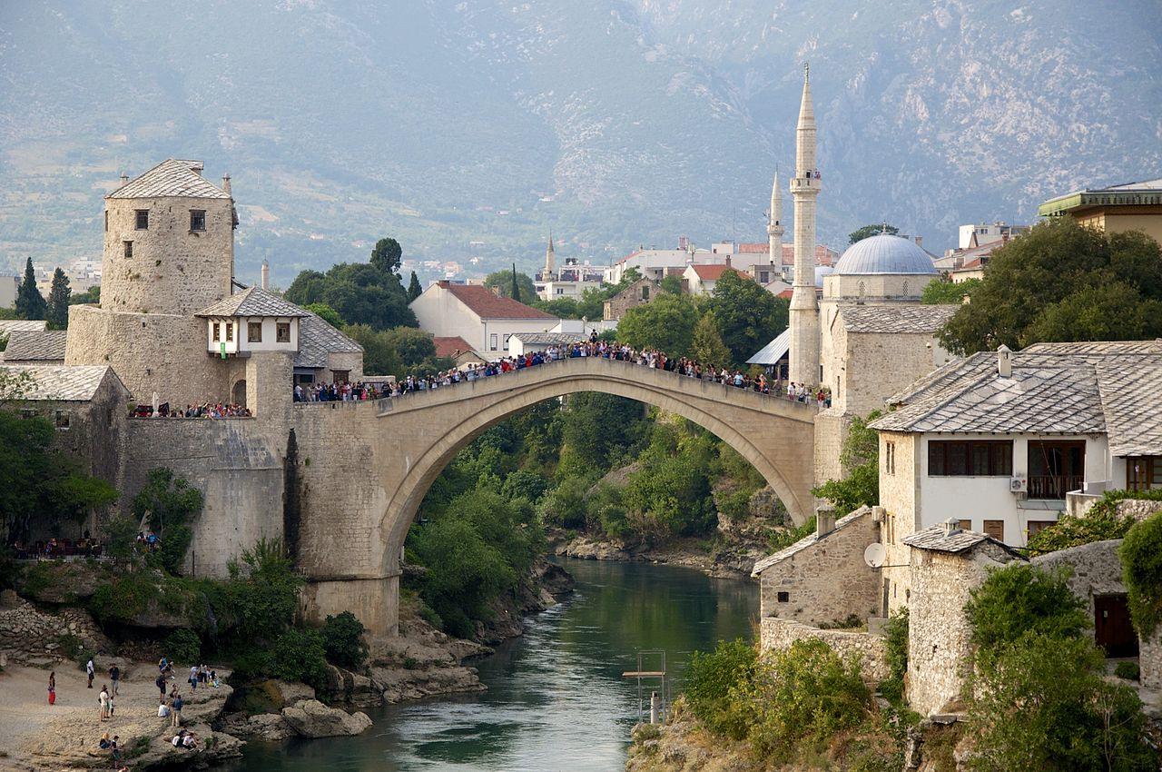 2 Старый мост - был построен в 1557—1566